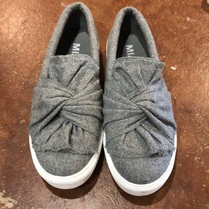 MIA Grey Flannel Bow Sneakers Size 8.5